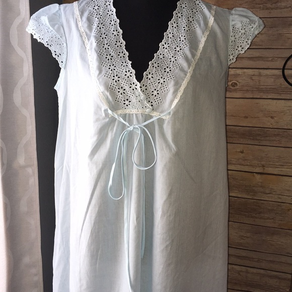 7ca961b71a Vintage eyelet sheer cotton nightgown. M 5b23e4aae944bab04943cfbf